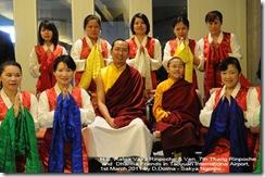 Ranta Vajra & Tharig in Taipei Airport 3_110301