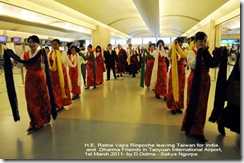 Ranta Vajra & Tharig in Taipei Airport 4_110301